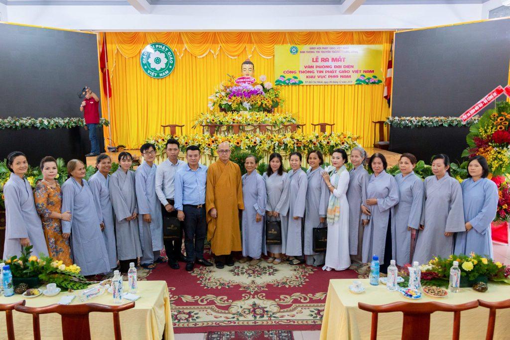 Các Phật tử tham gia buổi Lễ ra mắt cùng chụp hình lưu niệm