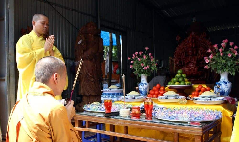 Khai quang điểm nhãn tại chùa