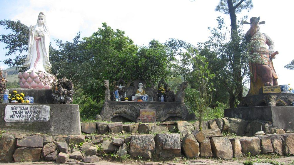 Một số hiện vật chùa Ba Vàng