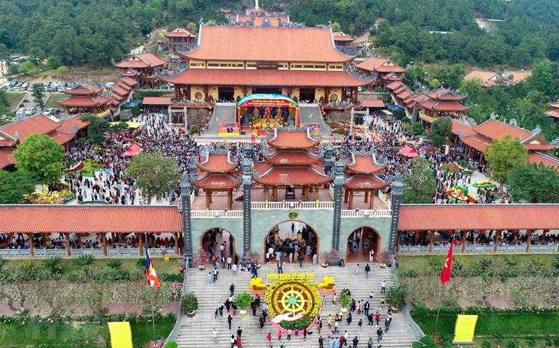 Những 'bí ẩn' xung quanh chùa Ba Vàng