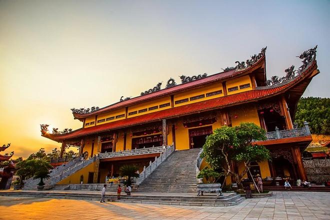 Sự thật bất ngờ về chùa Ba Vàng