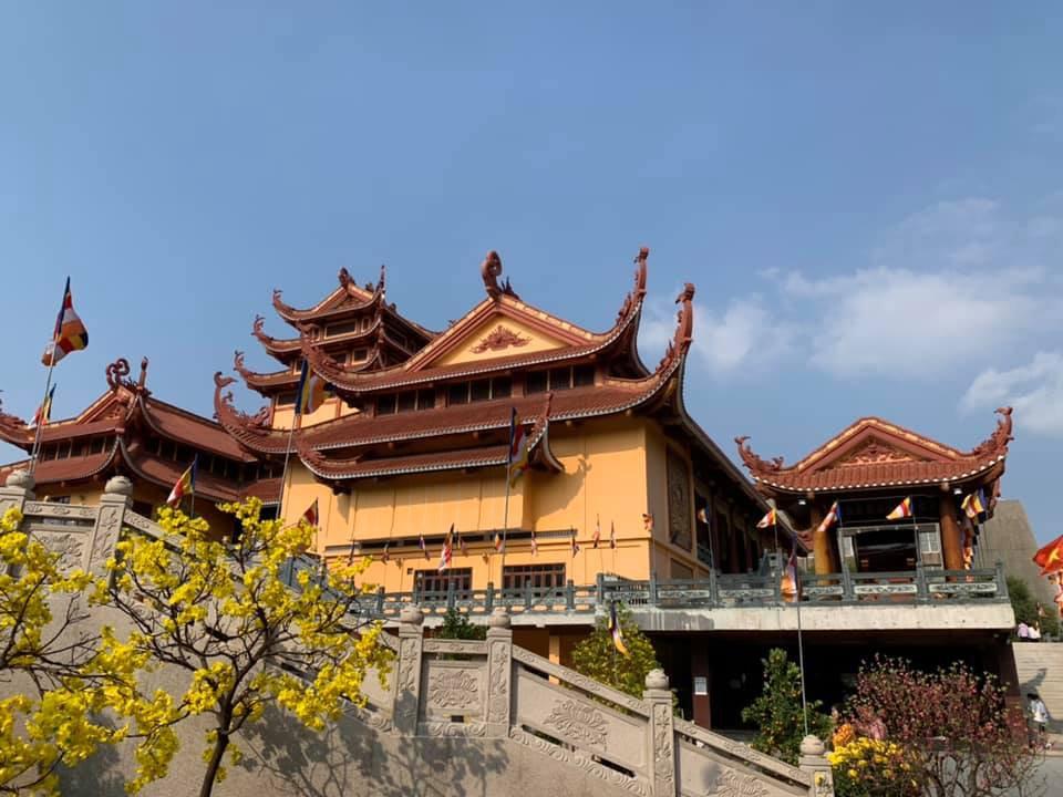 Nhắc đến chùa Ngọc Hoàng, ai cũng nghĩ đến ngôi chùa khoác lên mình một vẻ đẹp về sự linh thiêng và an tĩnh.rung tâm thành phố Sài Gòn.
