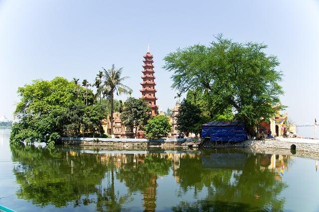 Vị trí địa lý chùa Trấn Quốc