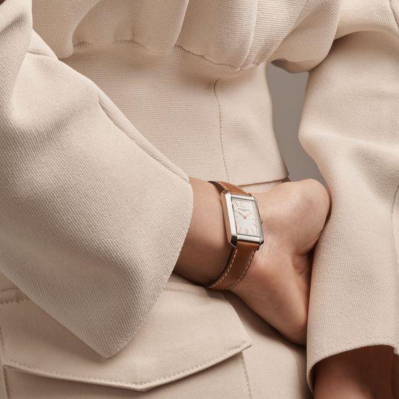 Đồng hồ là điểm nhấn tinh tế cho vẻ ngoài hoàn hảo